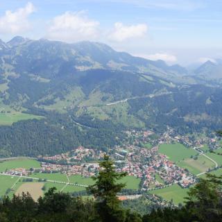 Blick zum Wendelstein und nach Bayrischzell