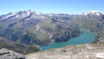 Hochalmspitze 3.360 m (links) und Ankogel 3.250 m (rechts) im Vordergrund der Kölnbreinspeicher