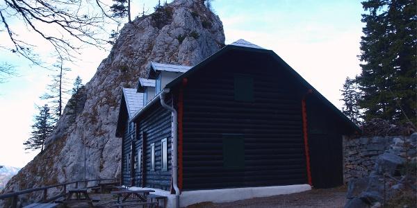 Kienthaler Hütte 1380 m noch im Schatten