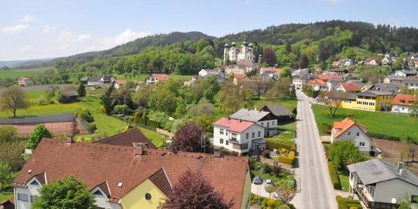 Luftaufnahme Schloss  Artstetten und Gemeinde