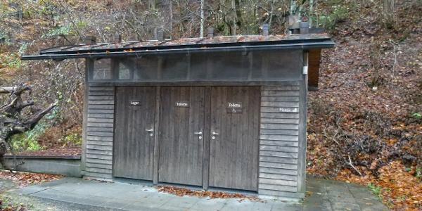 Parkplatz Anzenbach mit Toilettenanlage