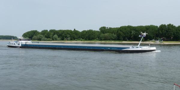 Verkehr auf dem Rhein