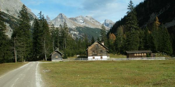 Blick ins Karwendel Tal an der Larchet Alm