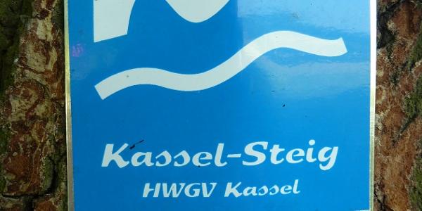 Wegkennzeichen des Kassel-Steigs