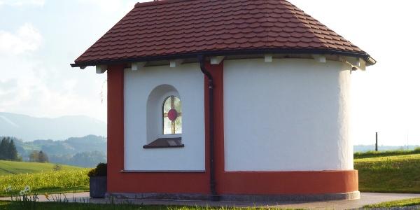 Kleine Kapelle am östlichen Ortsrand von Schönberg.