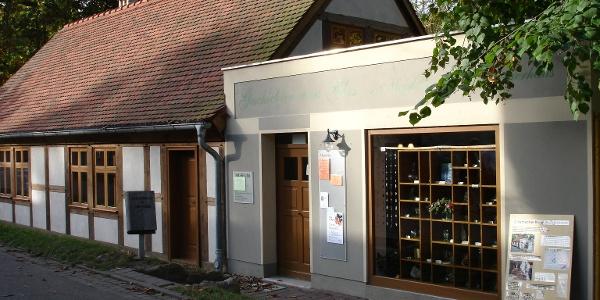 In einem einstigen Wohnhaus der Glasmacher befindet sich heute eine historische Ausstellung über die Glasherstellung.