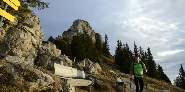 Highlights von Anfang an: Links oben der Gipfel des Schrödelsteins