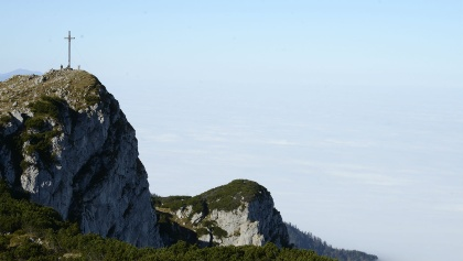 Wächter über dem Flachland. Der Gipfel der Benediktenwand liegt nicht direkt auf dem Weg., sondern nur über einen Abstecher erreichbar.