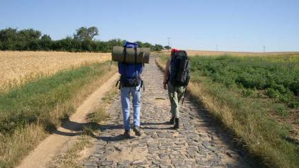 Zwei Pilger auf der Bonifatius-Route.