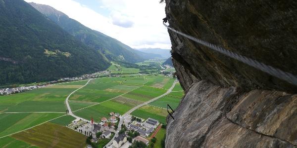 Pursteinwand Klettersteig - luftige Linienführung