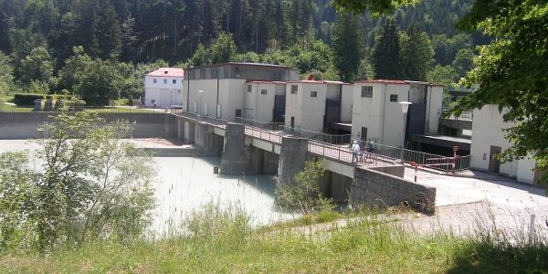 Wenige Kilometer vor dem Ende unserer Tour queren wir den Lech an der Staustufe bei Füssen.