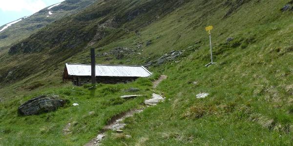 Abzweigung an der Küppelehütte mit Wegweiser (Weg geradeaus führt aufs Ramolhaus)