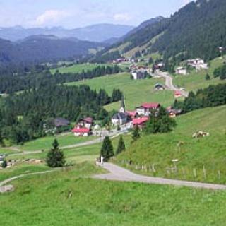 Wir laufen hoch zur Socher-Alpe.