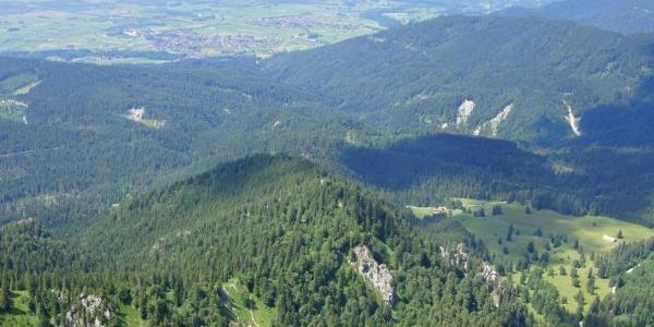 Tiefblick zur Tutzinger Hütte und auf den Abstiegsweg
