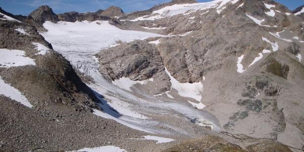 Goldbergkees mit Sonnblick (rechts) und Goldbergspitze (mittig)