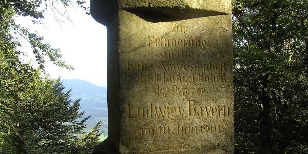 Das Denkmal am Königstein erinnert an hohen Besuch.