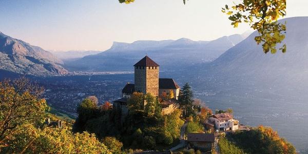 Hoch über dem Etschtal – Schloss Tirol