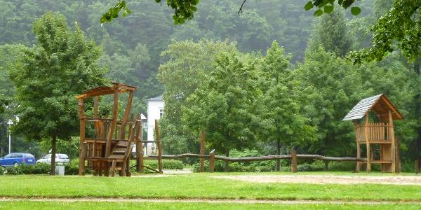 Sprung-Spielplatz am Elbufer