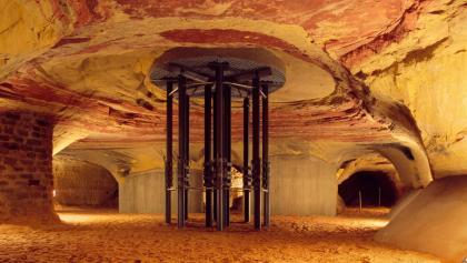 Die Schlossberghöhlen sind die größten Buntsandsteinhöhlen Europas.