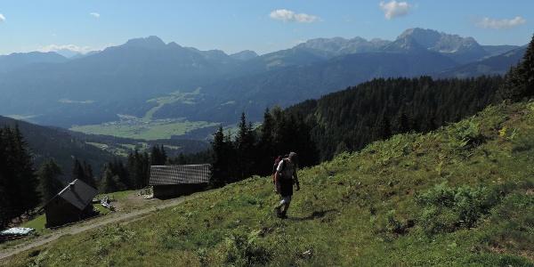 Schimanberger Alm mit Blick in das Gailtal