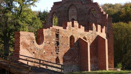 Eine Ruine des ehemaligen Nonnenklosters des Zisterzienserordens ist noch zu sehen.