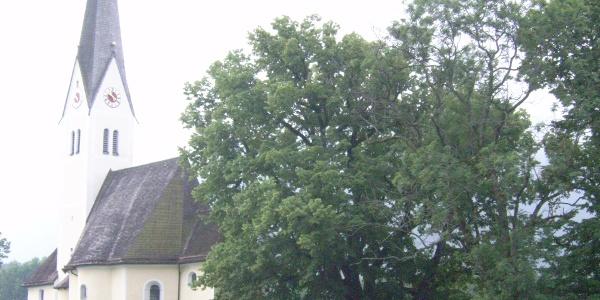 Die Kirche St. Leonhard.