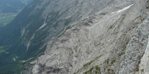 Aufstieg über den breiten Schuttrücken zum Gipfel des Hohen Göll.