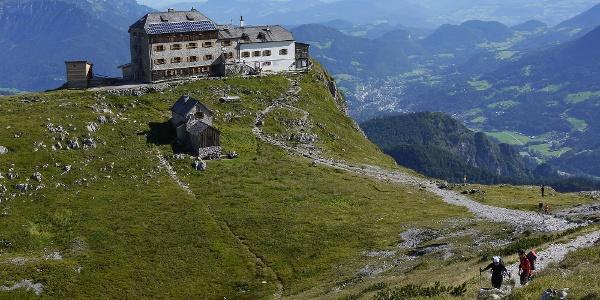 Rückblick zum Watzmannhaus vom Aufstieg zum Hocheck.