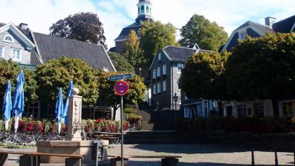 SG-Gräfrath Markt mit Treppe zu St. Maria Himmelfahrt