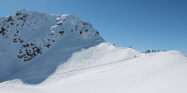 Skidepot und Gipfel