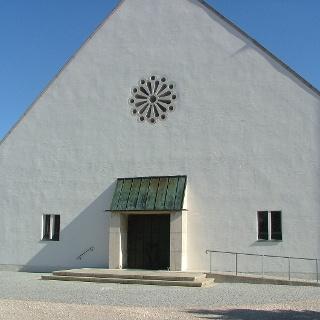 Die vom Architekten Willi Hornung entworfene Kirche in Fellheim.