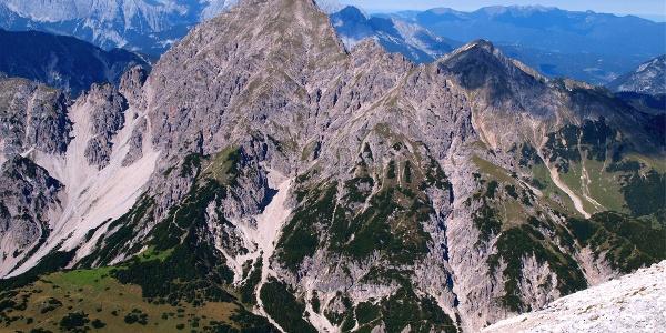 Ziel: Erlspitze vom Abstieg Gr.Solstein gesehen, um 2400m
