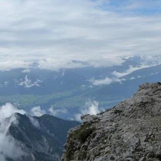 Freungen Höhenweg, aussichtsreich führt der Weg hoch über dem Inntal