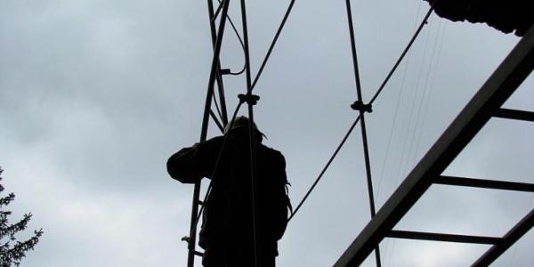 Die verdrehte Leiter, das Markenzeichen des Kandersteg-Klettersteiges.