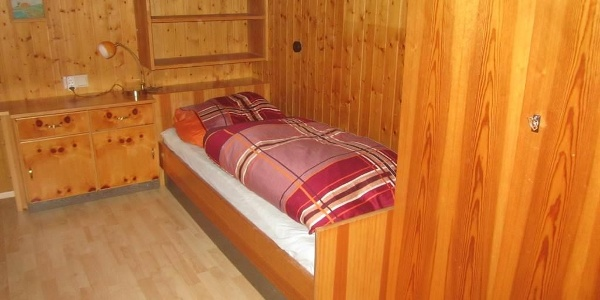 Einzelzimmer im OG mit separatem Waschbecken