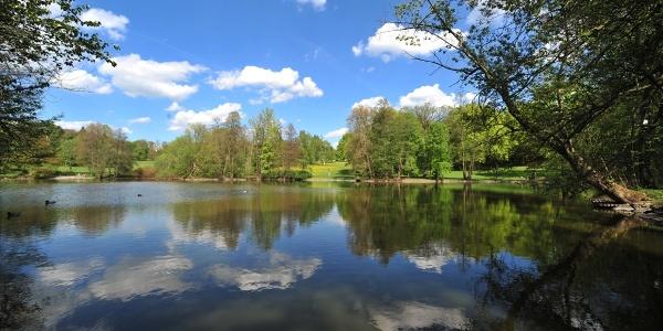 Stadtpark mit Teich
