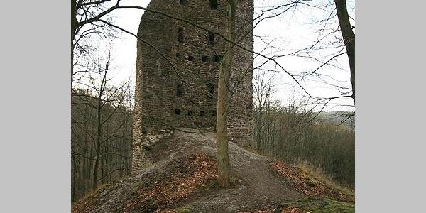 Ruine des großen Turmes der Burg Waldenburg.