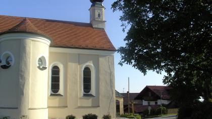 Die hübsche Wallfahrtskirche in Greising.