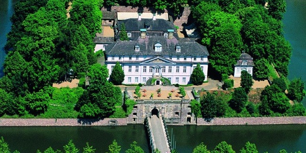 Hauptfassade des Schlosses Bad Pyrmont