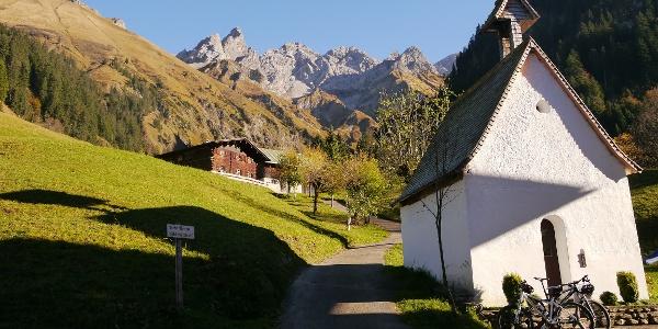 Blick vom Berggasthof Einödsbach auf Trettachspitze, Mädelegabel, Hochfrottspitze und die beiden Berge der guten Hoffnung