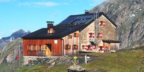 Sudetendeutsche Hütte auf der Oberen Steineralm, im Hintergrund der Nussing