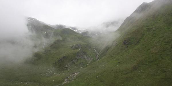 Wolkenverhangenes Großbachtal