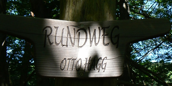 Wegweiser Otto-Haag-Weg.