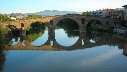 In der Nähe der Brücke von Puente la Reina treffen die beiden Pyrenäenwege zusammen.