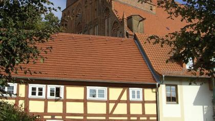 Der Stadtkern Demmins mit der großen Backsteinkirche St. Bartolomäus.