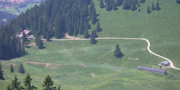 Der Blick auf die Lenggrieser Hütte.