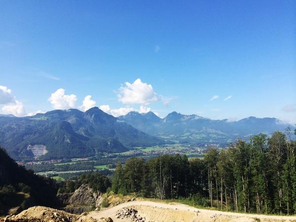 Ausblick auf Großen Riesenkopf (1337m) und Hochsalwand (1625m)