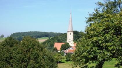 Blick auf die Wallfahrtskirche Taubenbach