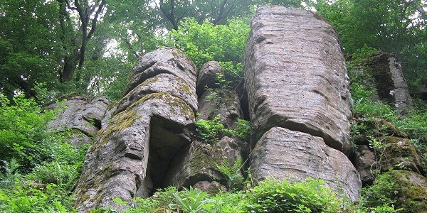 Steinerner Schrank.