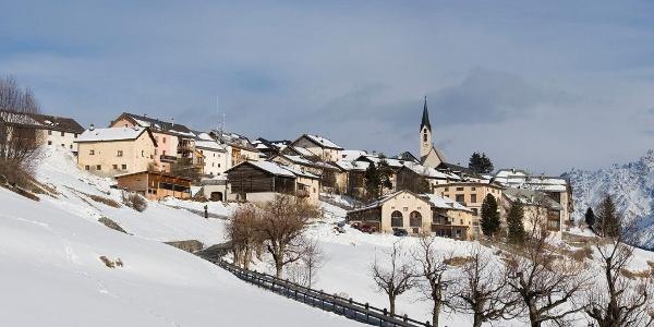Das Schellen-Ursli Dorf Guarda.